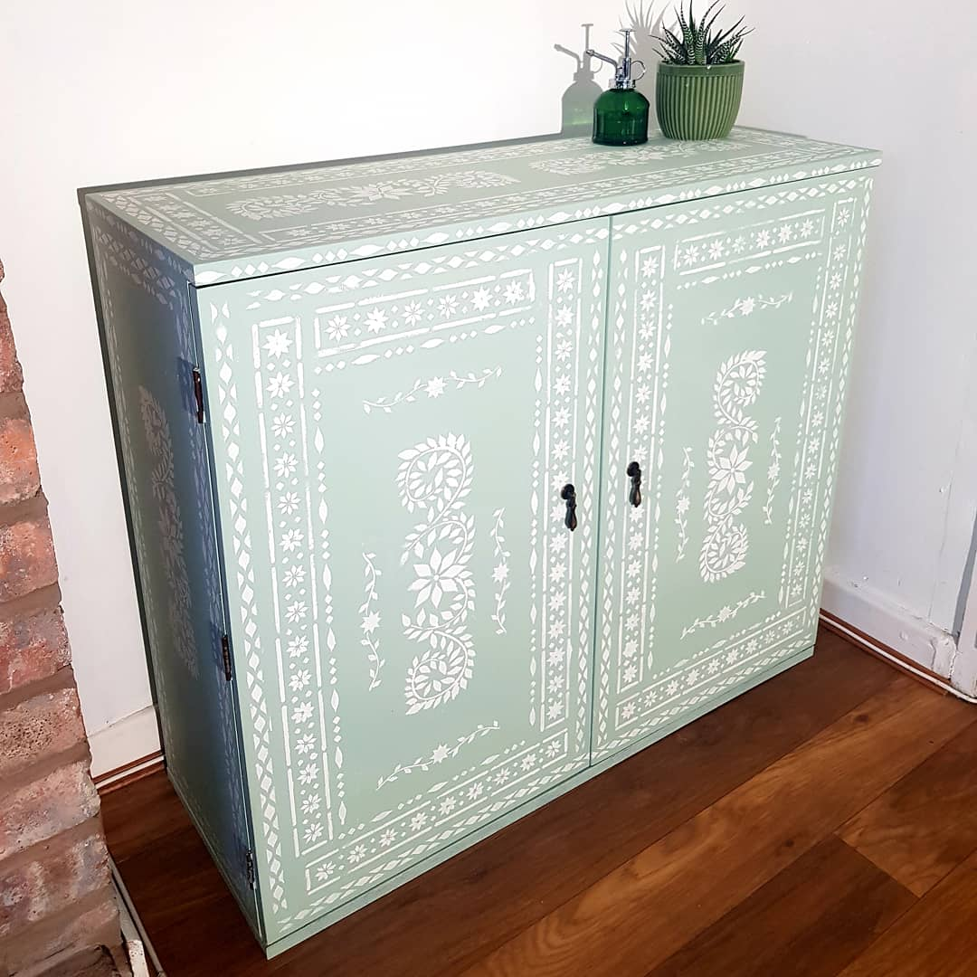 Chalk-paint-verdant-green-cupboard-vintro